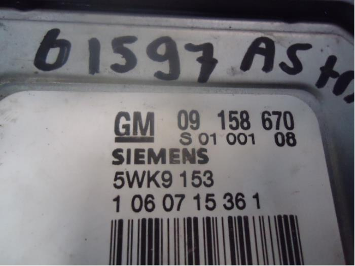 Steuergerät Motormanagement van een Opel Astra G (F08/48) 1.8 16V 2001