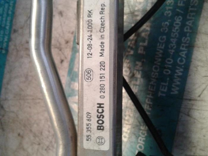 Used Opel Corsa Fuel injector nozzle - 55355609 Z16LER - Altijd Raak