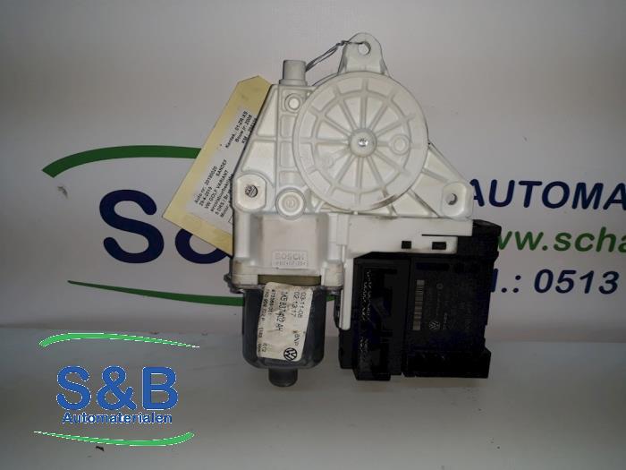 Silnik szyby drzwiowej z Volkswagen Golf V Variant (1K5) 1.4 TSI 122 16V 2008