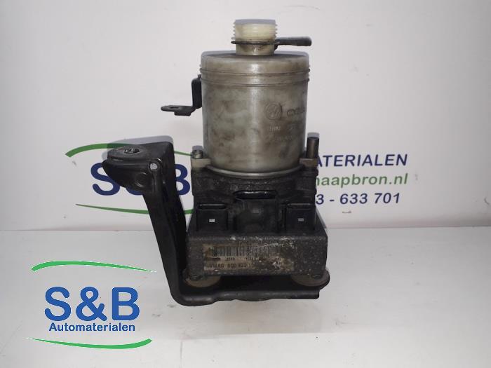 Pompe hydraulique de moteur électrique d'un Volkswagen Polo (9N1/2/3) 1.2 12V 2003