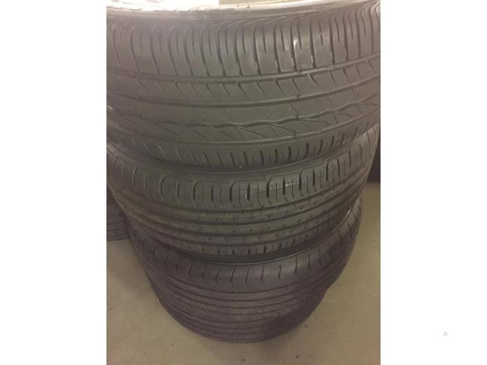 Set of wheels + tyres from a Volkswagen Golf 2008