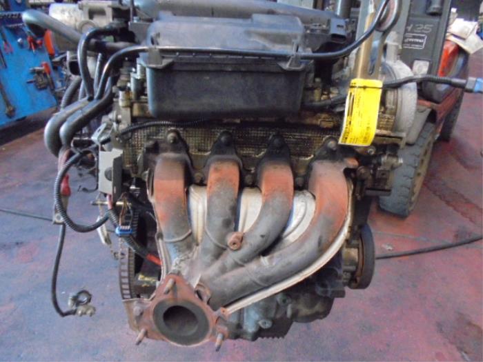 Used Renault Megane II (BM/CM) 1 6 16V Autom  Cylinder head