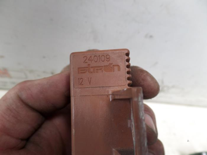 fuel pump relay from a peugeot 206 2003