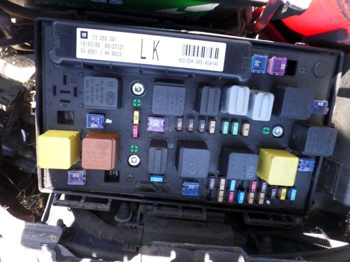 vauxhall vivaro 2004 fuse box location trusted wiring diagram opel movano vauxhall zafira fuse box location 2007 residential electrical vauxhall equinox vauxhall vivaro 2004 fuse box location