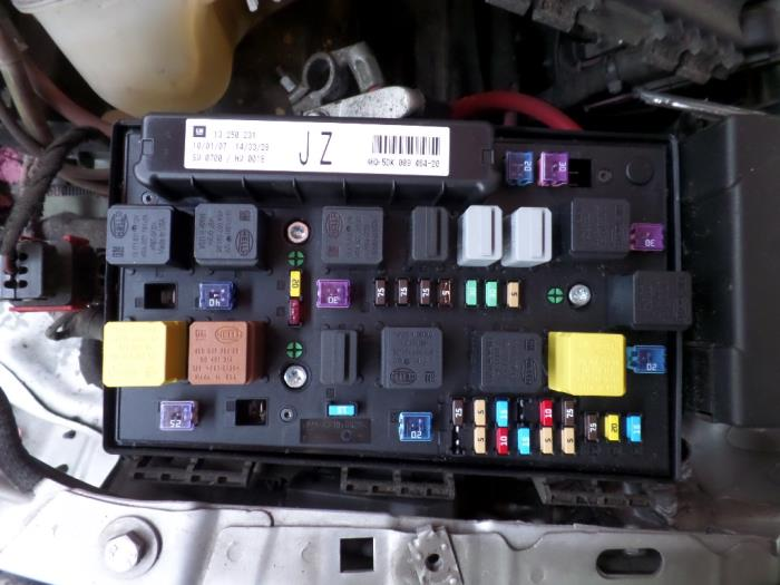 Used opel astra h gtc l v fuse box  jz