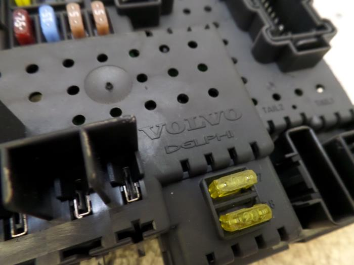 fuse box from a volvo v70 (sw) 2 4 t5 20v 2004