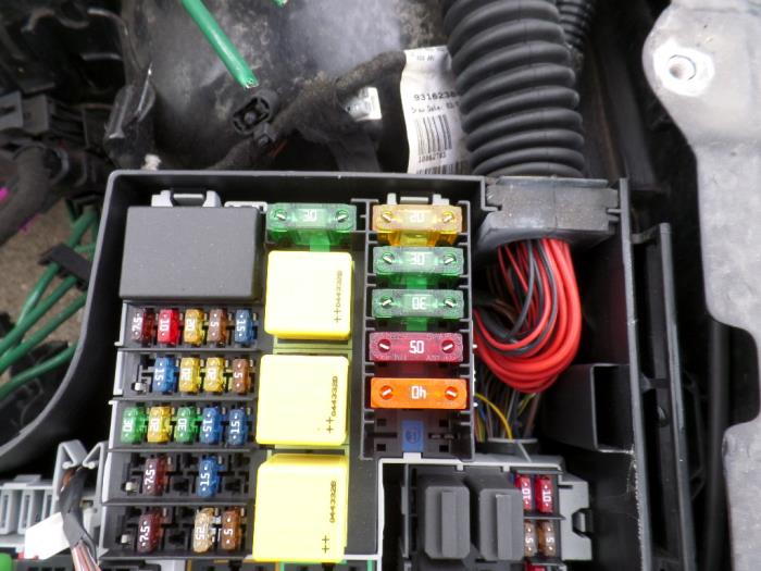 used opel tigra twin top 1 4 16v fuse box autorecycling n kossen rh proxyparts com opel corsa fuse box location vauxhall corsa fuse box location