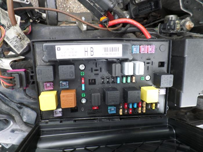 Used Opel Astra H Gtc  L08  1 8 16v Fuse Box - 13206754hb