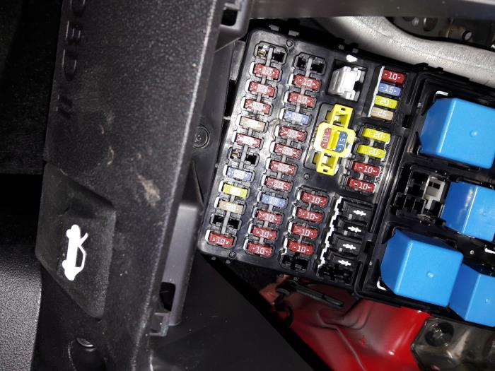 used hyundai i10 fuse box autorecycling n kossen. Black Bedroom Furniture Sets. Home Design Ideas