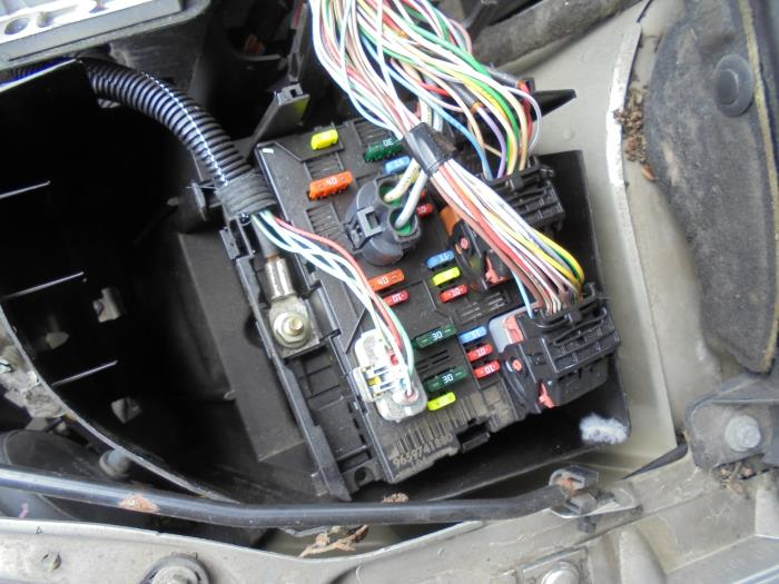 used peugeot 307 sw 3h 2 0 16v fuse box bsml0400 autorecycling rh proxyparts com