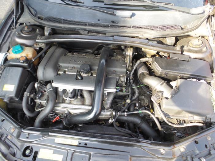 Engine from a Volvo XC70/V70XC (SZ) V70XC 2.4 T 20V 2001