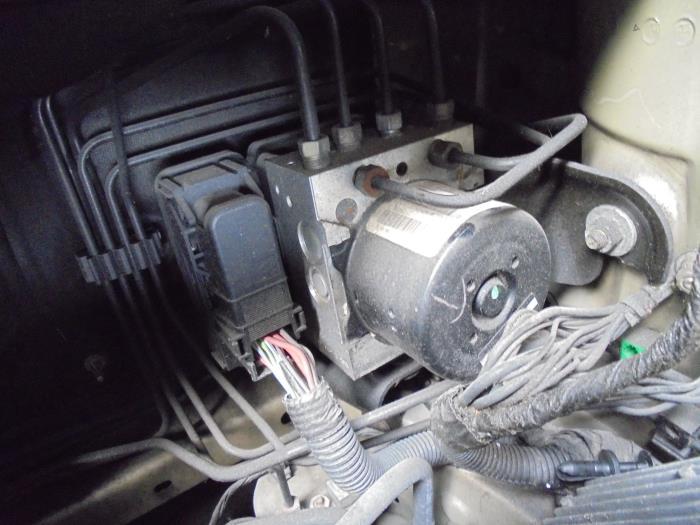Used Chrysler Sebring ABS pump - P05085336AG - Autorecycling N