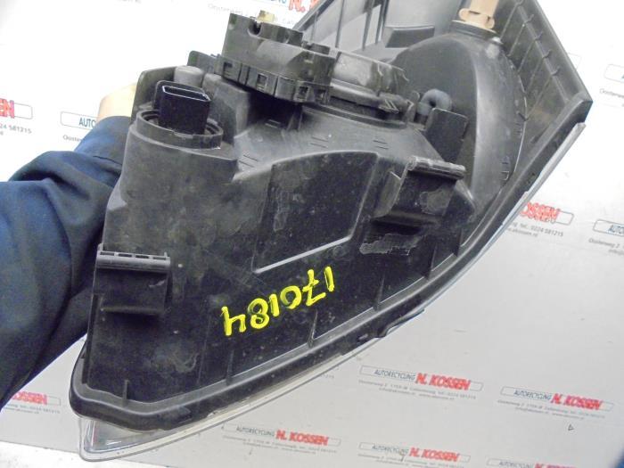 gebrauchte hyundai matrix 1 6 16v scheinwerfer rechts 9210210010 autorecycling n kossen. Black Bedroom Furniture Sets. Home Design Ideas