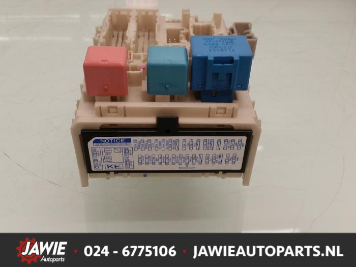 Used Toyota Yaris II (P9) 1.33 16V Dual VVT-I Fuse box - 827300D290 on
