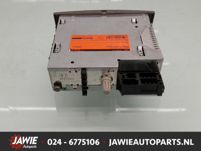 used renault clio iii (br/cr) 1.4 16v radio cd player - 8200394090t