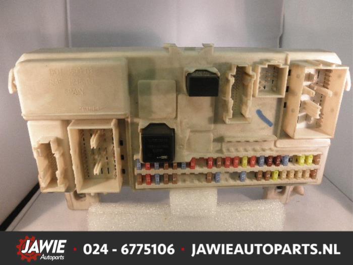fuse box from a volvo v50 (mw) 2 0 d 16v 2005