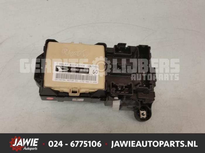 Used Daihatsu Sirion 2 (M3) 1.3 16V DVVT Fuse box - 85980B1010 ... on