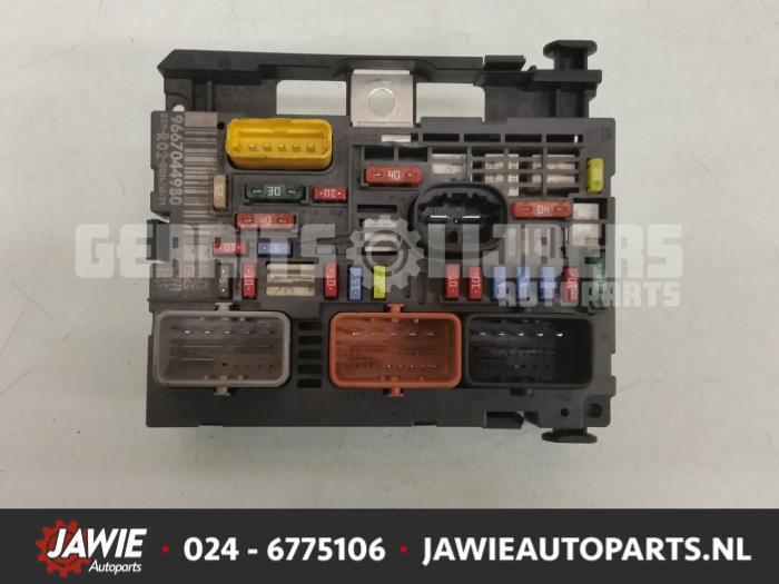 used peugeot 3008 i (0u hu) 1 6 16v thp 155 fuse box 9667044980 Peugeot 3008 2015