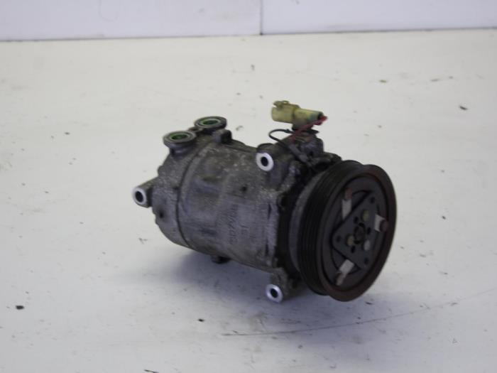 Air conditioning pump from a Rover 25 1.4 E 16V 2002