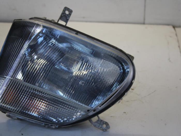 Headlight, left from a Suzuki / Santana Wagon-R+ (RB) 1.3 16V 2001