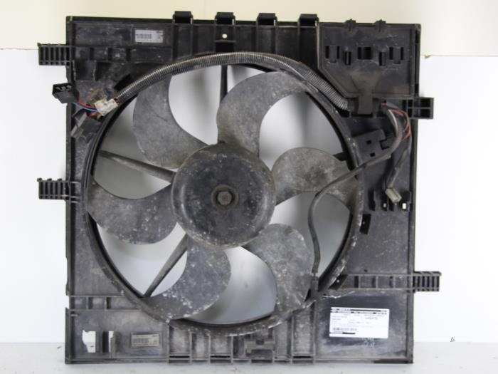 Usag mercedes v 638 2 v 200 2 2 cdi 16v ventilateur for Rafraichir piece avec ventilateur