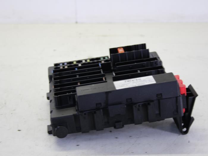 fuse box from a opel vectra c 2 2 16v 2004