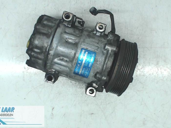 Air conditioning pump from a Volvo V50 (MW) 2.0 D 16V 2005