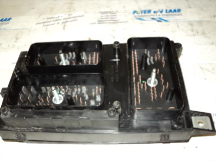 fuse box from a opel astra h (l48) 1 7 cdti 16v 2004