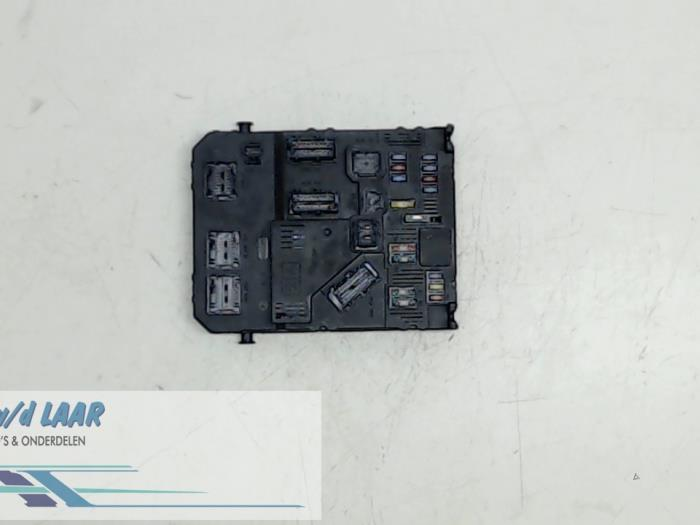 fuse box from a peugeot 206 plus 2009