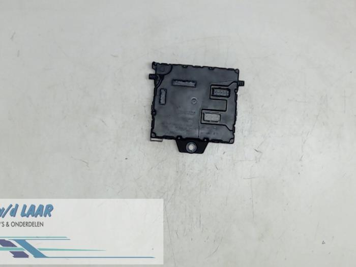 used renault kangoo express (fw) 1 5 dci 85 fuse box 8201077402b vw crafter van fuse box from a renault kangoo express (fw) 1 5 dci 85 2010