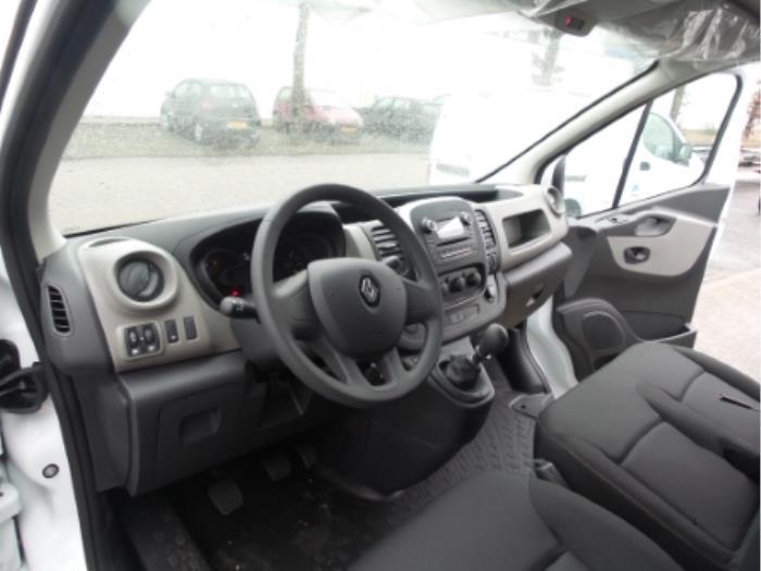 Used Renault Trafic Dashboard - PETER VAN DE LAAR