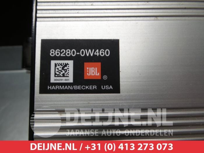 Used Toyota Prius (NHW20) 1 5 16V Radio amplifier