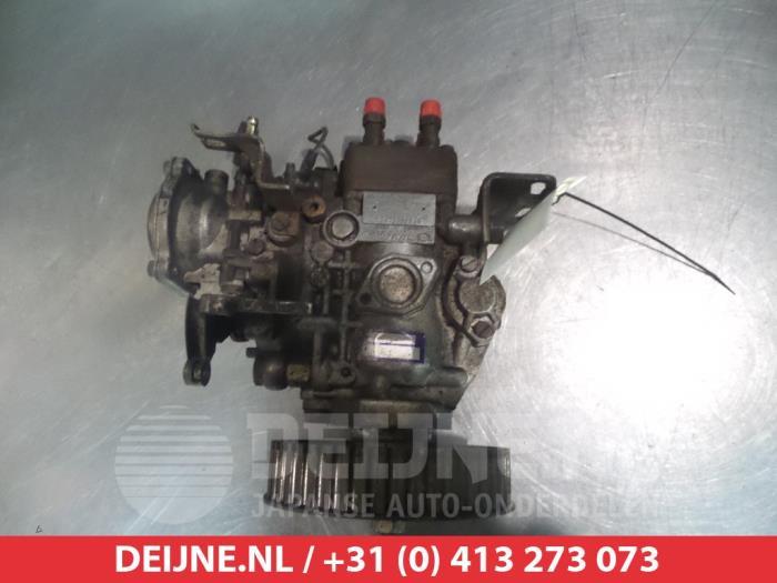 Used Mitsubishi Pajero Mechanical fuel pump - 1046403271 4D56 - V