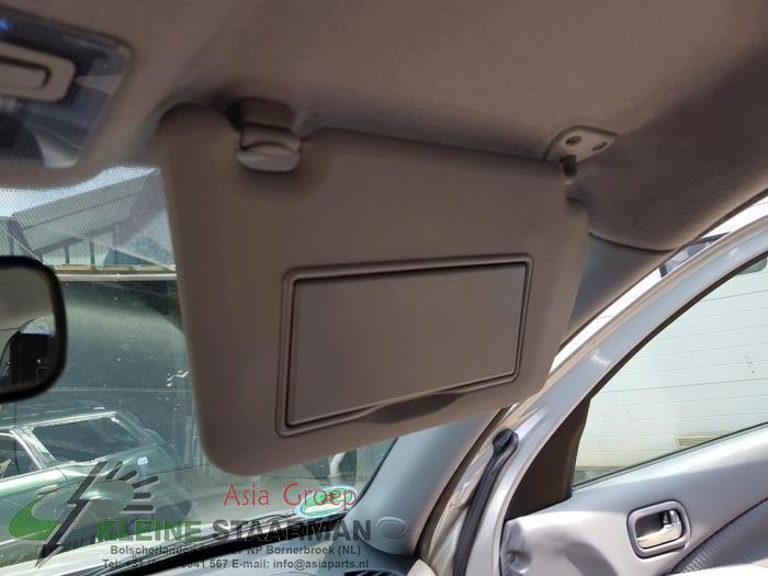Sun visor from a Nissan / Datsun Almera (N16) 1.8 16V 2003
