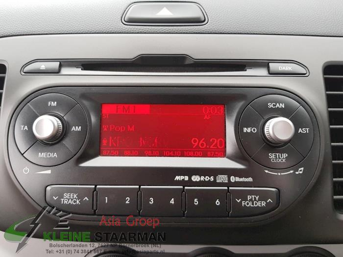 Radio CD player from a Kia Picanto (TA) 1.0 12V 2014