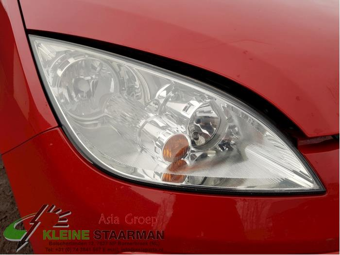 Headlight, right from a Mitsubishi Colt (Z2/Z3) 1.1 12V 2005