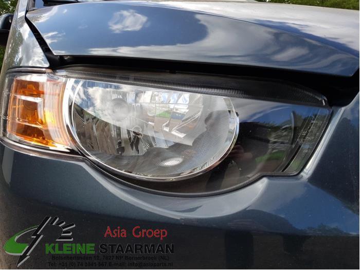 Headlight, right from a Mitsubishi Colt (Z2/Z3) 1.3 16V 2009