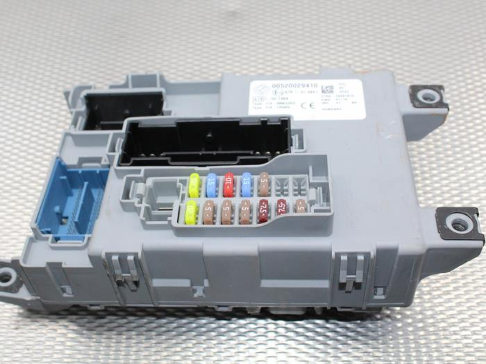 used fiat 500 0 9 twinair 60 fuse box 00520029410 gebr opdam rh proxyparts com