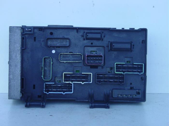 fuse box from a chrysler voyager/grand voyager (rg) 3 3 v6 2002