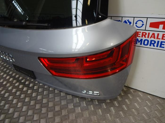 Tylne swiatlo pozycyjne prawe z Audi Q7 2019