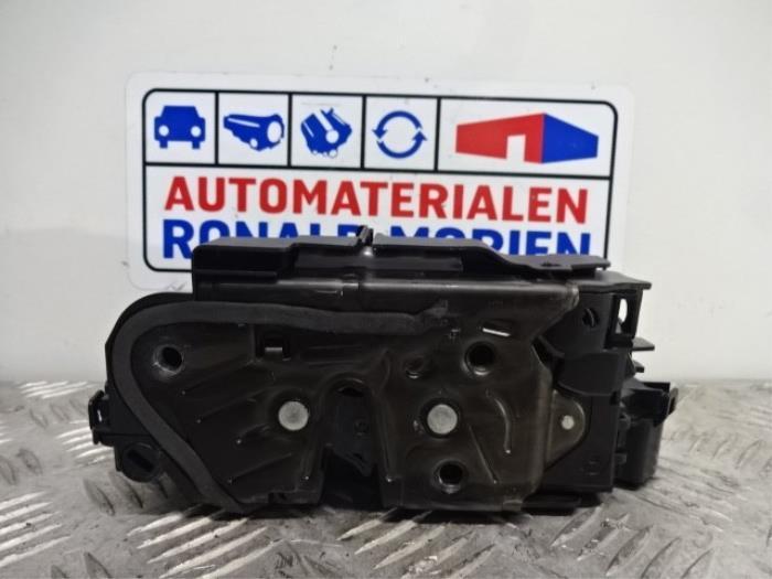 Serrure portière mécanique 4portes arrière droite d'un Audi Q3 2019