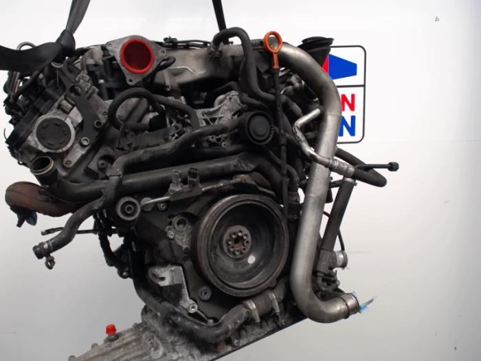 ... Engine from a Audi A8 Quattro (4E) 4.2 TDI V8 32V 2006