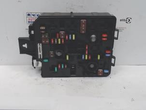 gebrauchte opel adam sicherungskasten 13438946 automaterialen ronald morien bv. Black Bedroom Furniture Sets. Home Design Ideas
