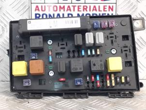 opel astra fuse boxes stock. Black Bedroom Furniture Sets. Home Design Ideas