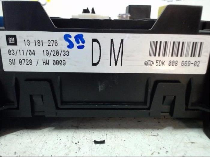 fuse box from a opel astra h (l48) 1 4 16v twinport 2004