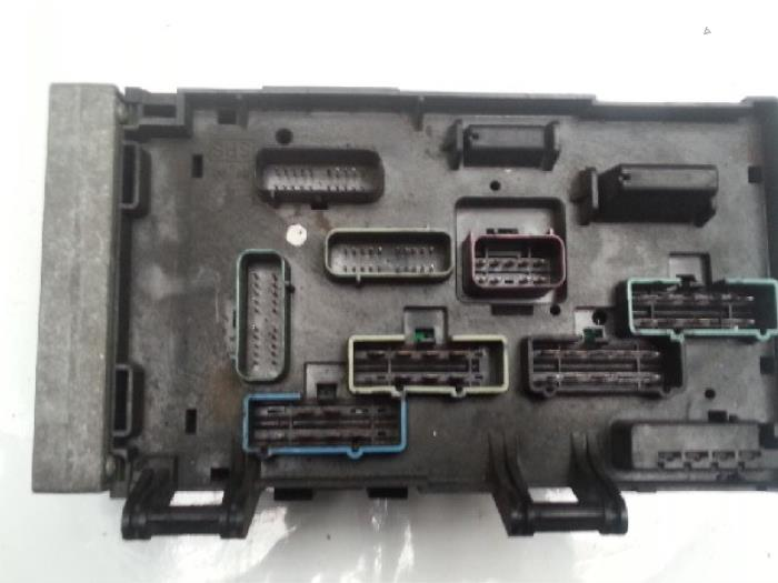 fuse box from a chrysler grand voyager 2001
