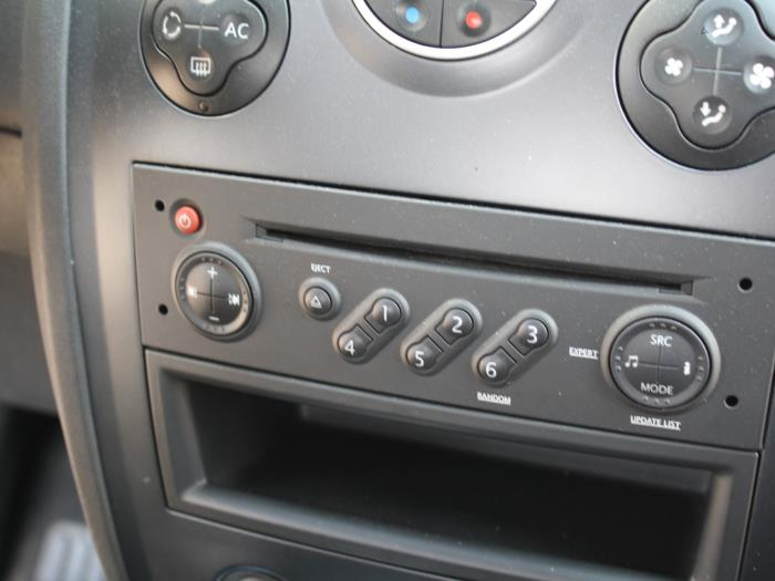 used renault megane ii grandtour km 1 5 dci 105 radio cd player 8200607918 gebr klein. Black Bedroom Furniture Sets. Home Design Ideas