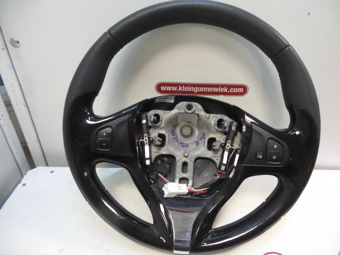 Steering Wheel From A Renault Clio Iv 5r 0 9 Energy Tce 90 12v 2017