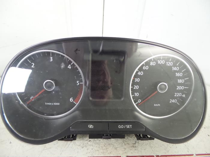 Used Volkswagen Polo (6R) 1 2 TDI 12V BlueMotion Instrument panel