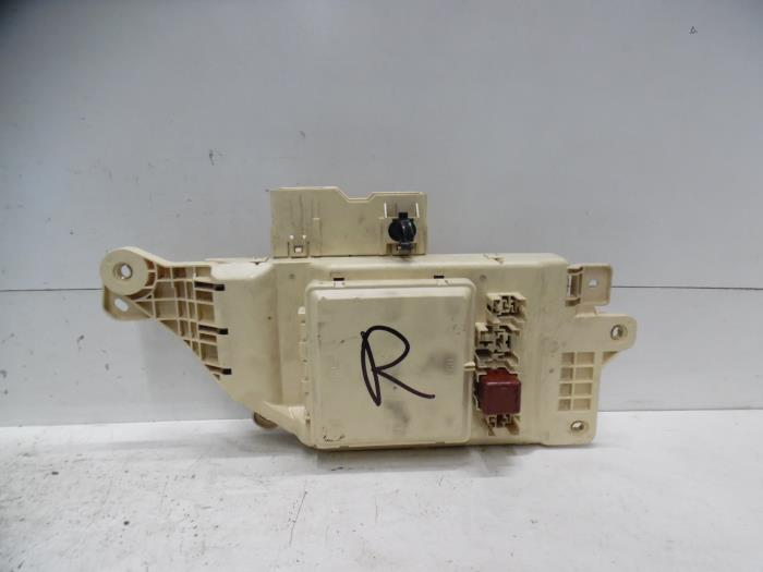 Used Toyota Land Cruiser 100 J10 42 TDI 100 24V Fuse box – Land Cruiser Fuse Box
